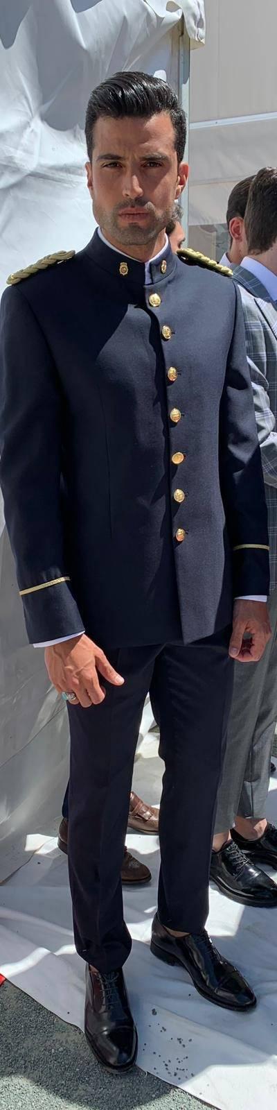 Presentación del uniforme de gran gala policía nacional y sables
