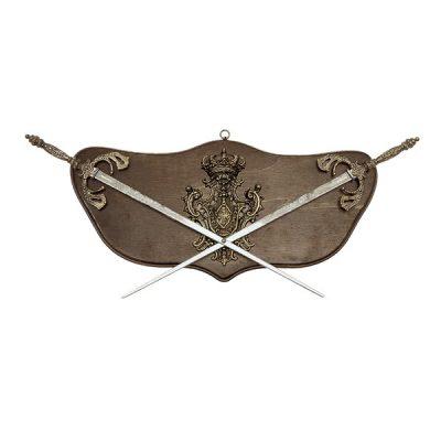 Panoplia de madera con escudo y dos espadas Españolas. Medidas 60 x 26 cm. Peso 1.100 gr.