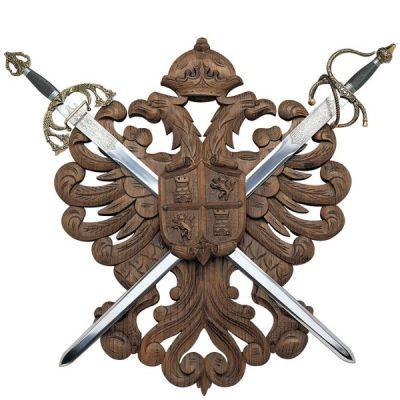 Panoplia de madera con escudo Castilla y León. No incluye espadas. Medidas 80 x 64 cm.