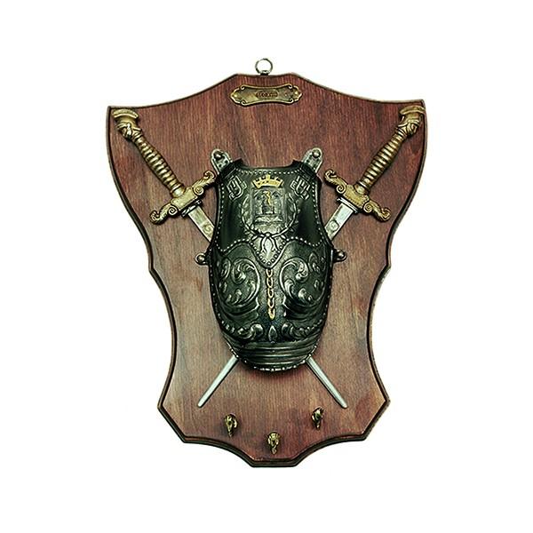 Panoplia porta llaves de madera con pectoral y 2 dagas. Medidas 33 x 27 cm. Peso 900 gr.